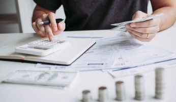 difference between accrued expenses and accounts payable